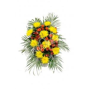 Žluté chryzantémy a oranžové růže